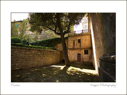 2007 Italy trip: Frosini Courtyard