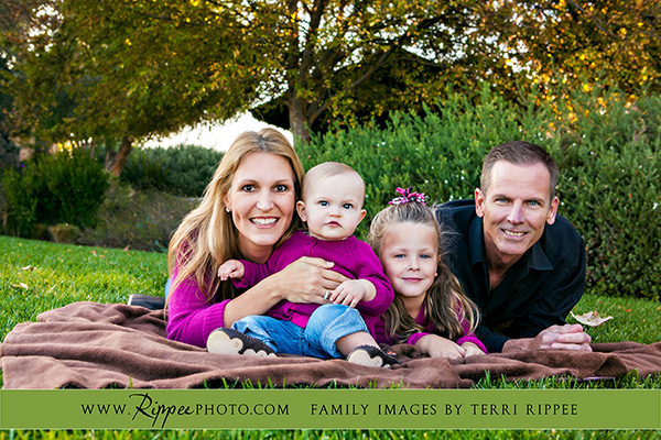 Wagner Family Photography: Family on Picnic Blanket